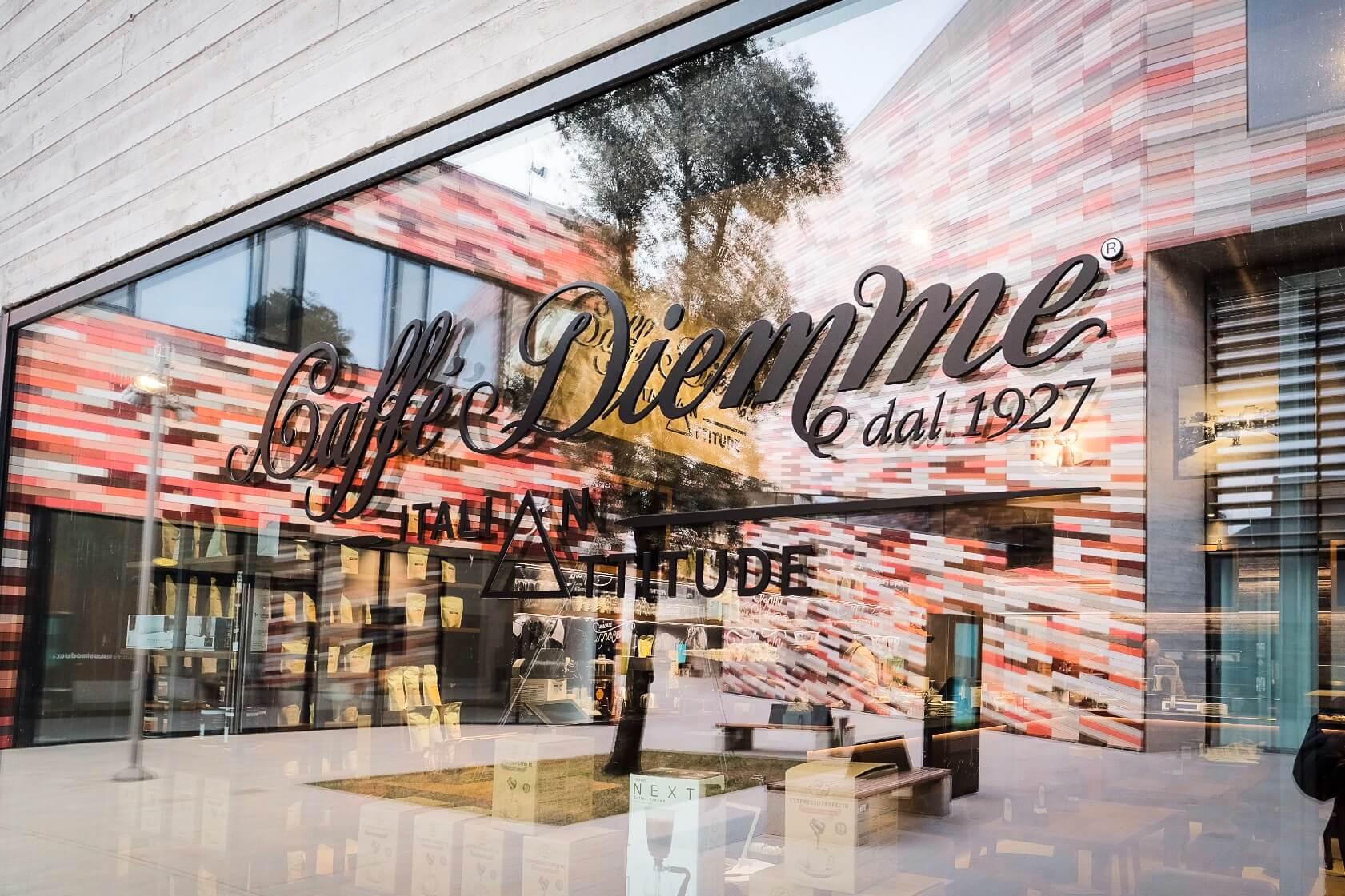 48fbc8e437 Home / MAGAZINE / Apre il nuovo punto Caffè Diemme Italian Attitude presso  M9 – Mestre